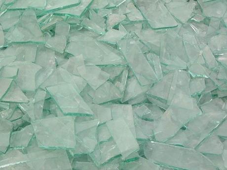 玻璃碎了怎么清理?清除地上玻璃碎片的小技巧