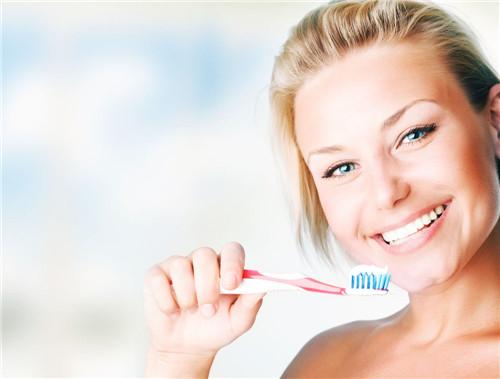 保健牙刷有什么特点,美白牙齿的小方法