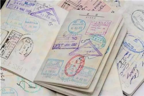 办护照需要什么证件以及护照的使用注意事项